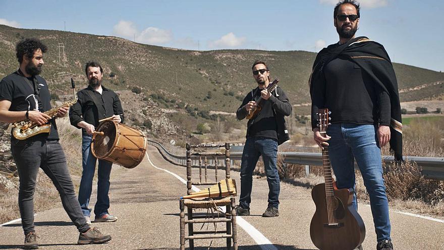 El grupo zamorano Leño Verde recupera las músicas del pasado para su viaje futuro