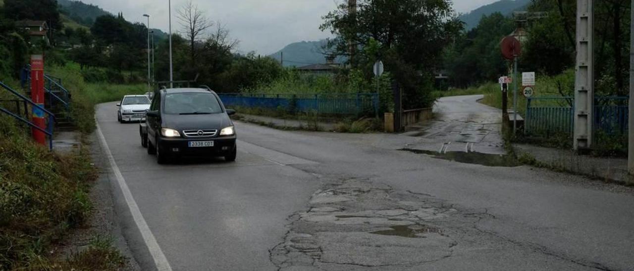 Baches en la carretera de acceso al valle.