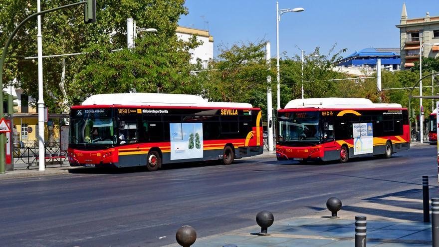 Un hombre acaba bajo un autobús tras un accidente en Sevilla