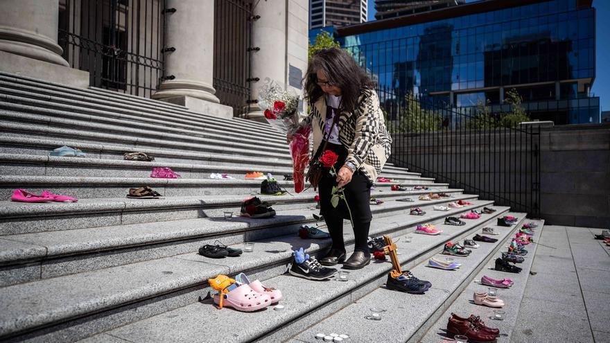 Encuentran restos de 215 niños indígenas en un antiguo internado de Canadá