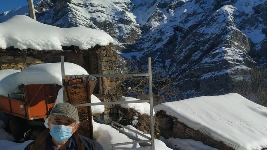 """Trece días aislado por la nieve en Ponga: """"Me dicen que no hay condiciones para abrir la carretera"""""""