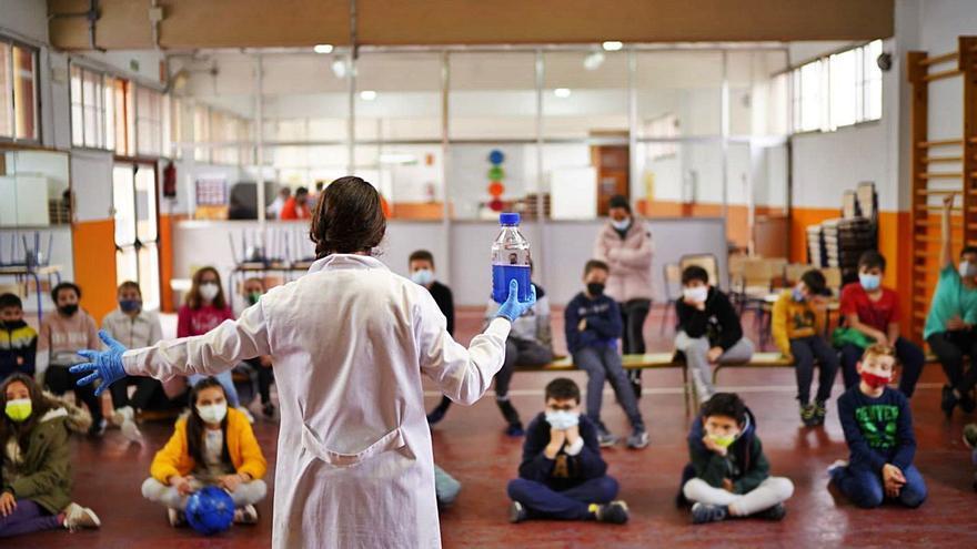El Museu dels Ciències porta els seus experiments a més de 1.300 escolars