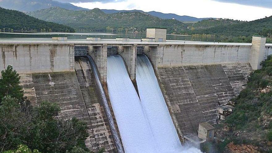 Rebaixen el volum d'aigua dels embassaments en previsió de pluges