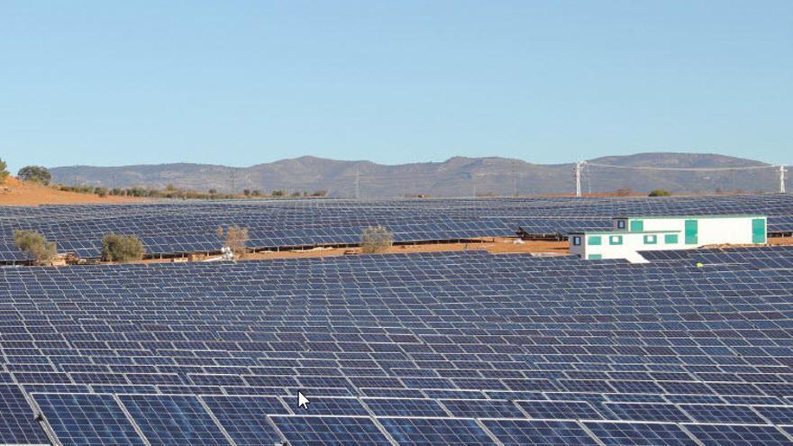 El precio de la luz cae un 33% por el tirón de las energías renovables