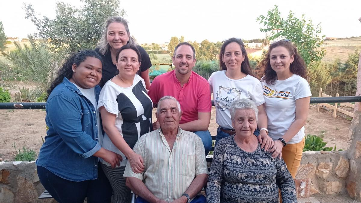 Kathy, con su familia extremeña