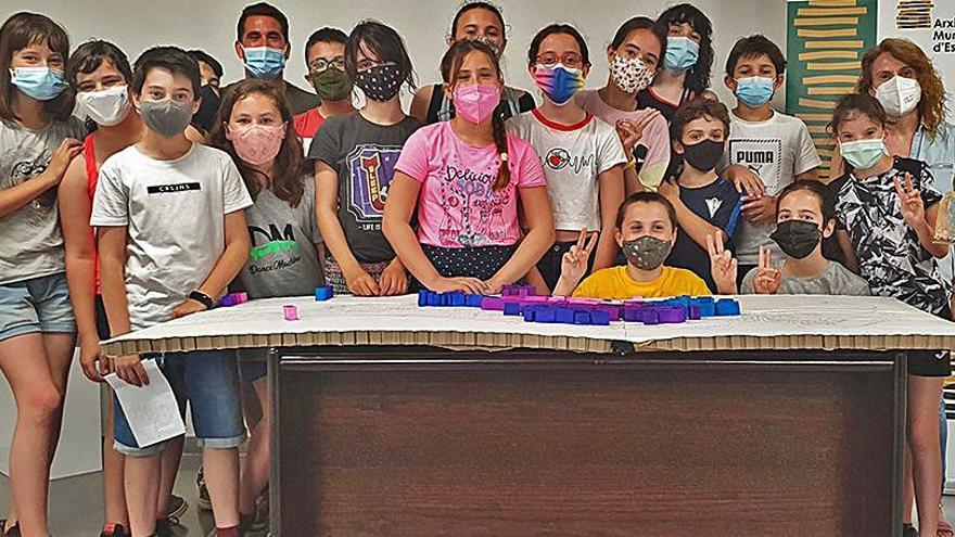 L'alumnat de 5è i 6è de primària de l'Escola El Puig d'Esparreguera lliura els treballs de recerca a l'Arxiu Municipal