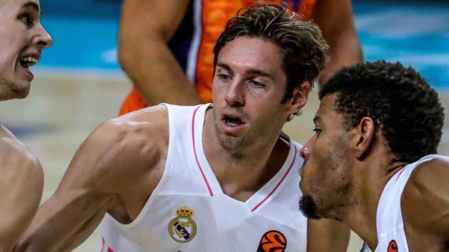 Causeur da positivo por Covid-19 y obliga a suspender el Bilbao Basket - Real Madrid