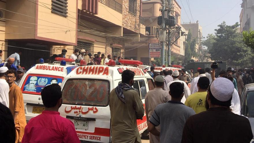 Un avió amb 90 passatgers s'estavella en una zona residencial a Karachi, al sud de Pakistan