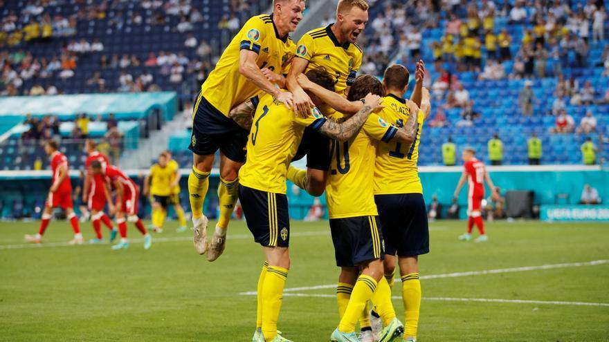 Forsberg le gana el duelo a un histórico Lewandowski y Suecia fulmina a Polonia