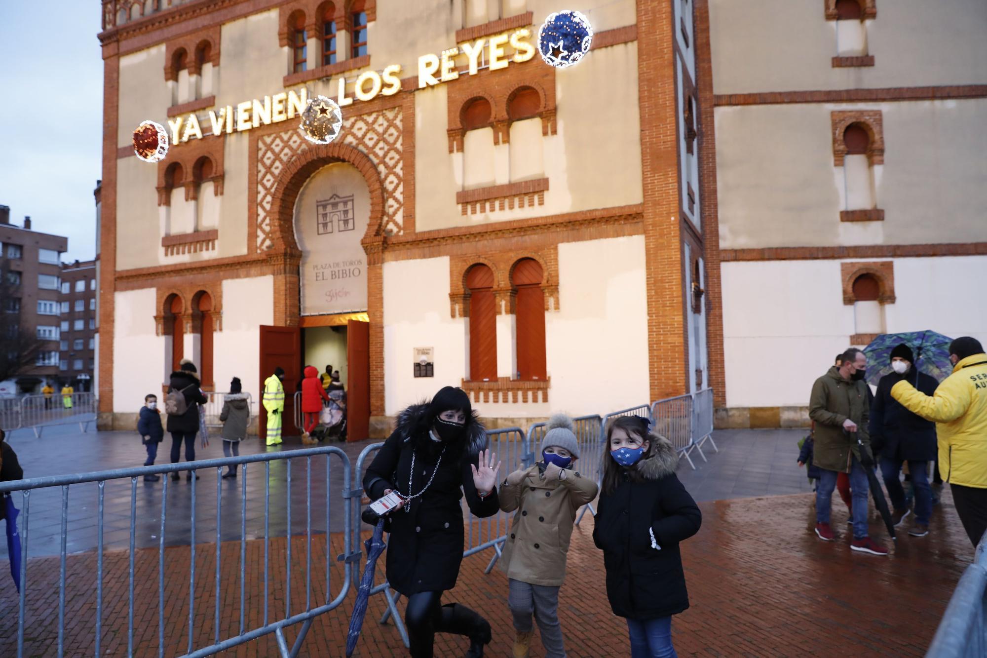 Los Reyes Magos protagonizan un segunda jornada de ilusión en Gijón