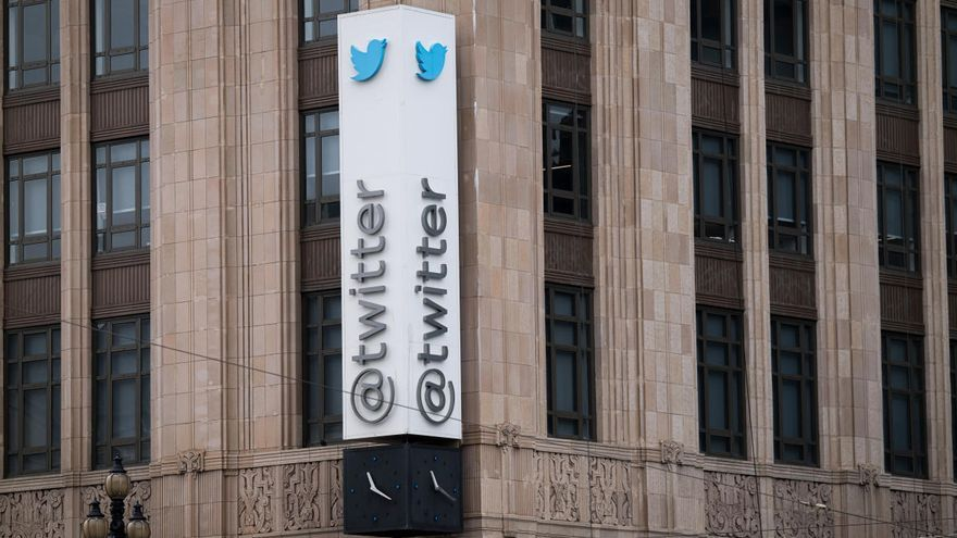 Un grupo de 'hackers' de EEUU y Reino Unido se atribuye el ataque a cuentas de Twitter