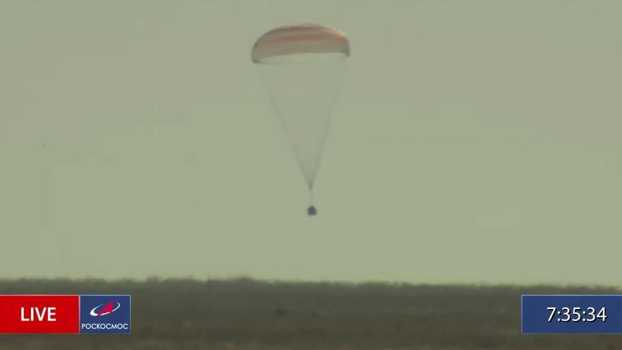 La nave tripulada Soyuz MS-18 toma tierra en la estepa kazaja