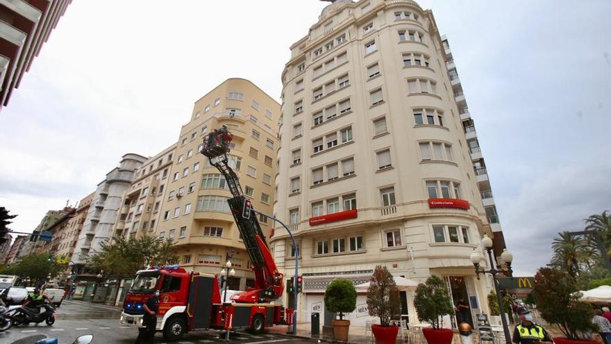 Desprendimiento sin heridos en un edificio de la Rambla en Alicante