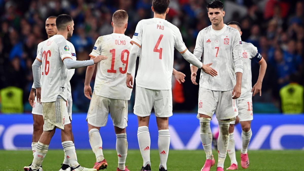 Los jugadores de la selección española tras caer eliminados ante Italia.