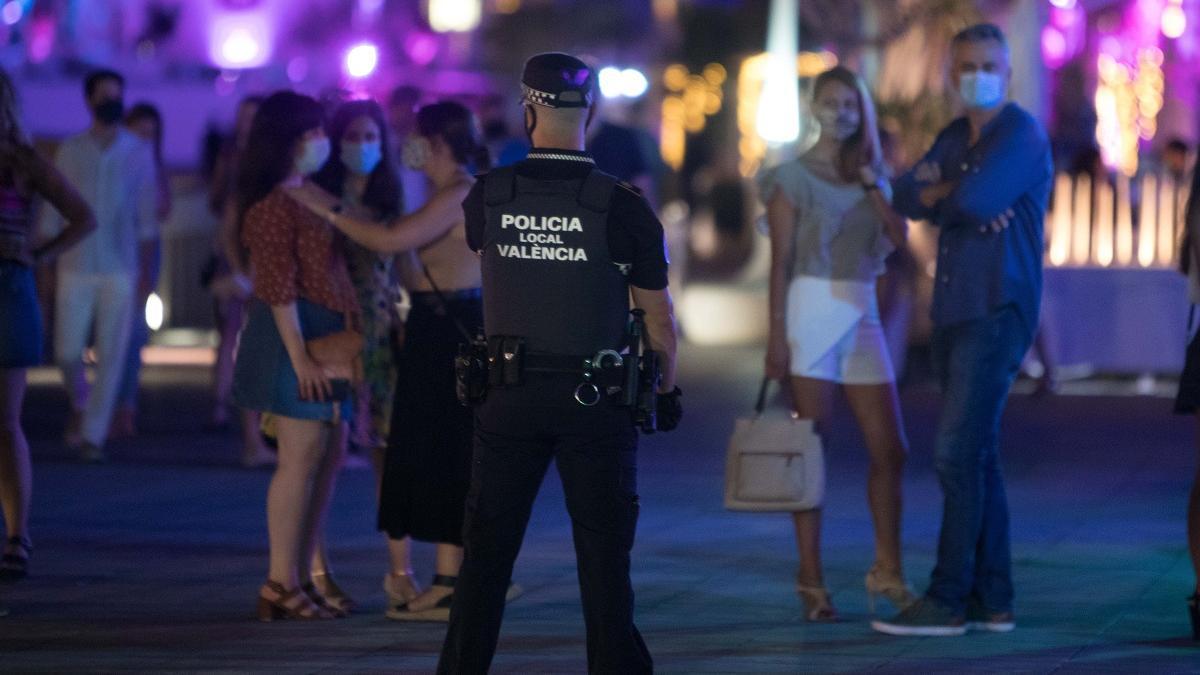 La Policía Local inspeccionó las discotecas tras el levantamiento del estado de alarma.