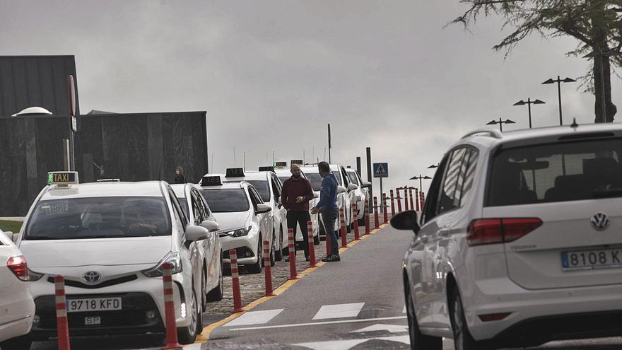 Los taxis se plantean reducir los servicios tras una caída del 60% en la facturación
