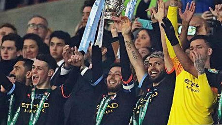 Guardiola tanca una gran setmana amb la seva tercera Copa de la Lliga