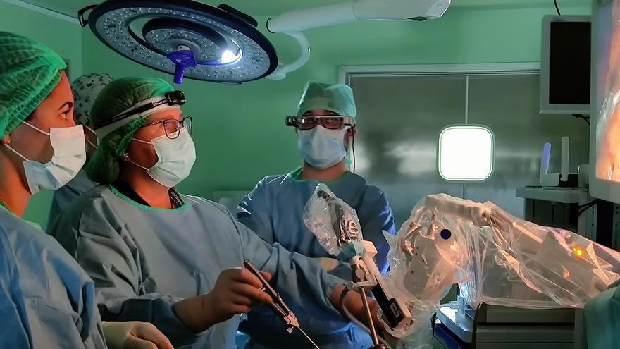 El hospital de Plasencia, pionero en cirugía laparoscópica asistida por robot