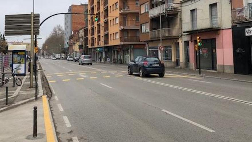 Tallen tres mesos un dels carrils del carrer de Barcelona