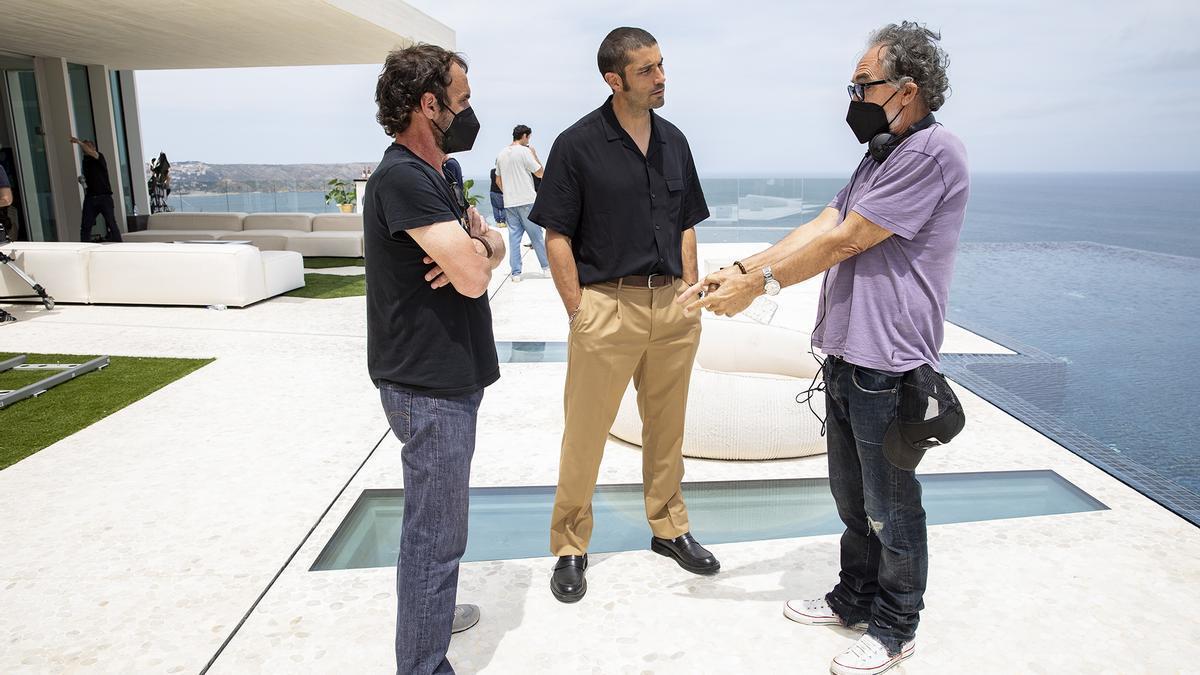 Una de las imágenes facilitadas por la productora, del rodaje en la Casa Sardinera de Xàbia, al fondo el Cap de Sant Antoni