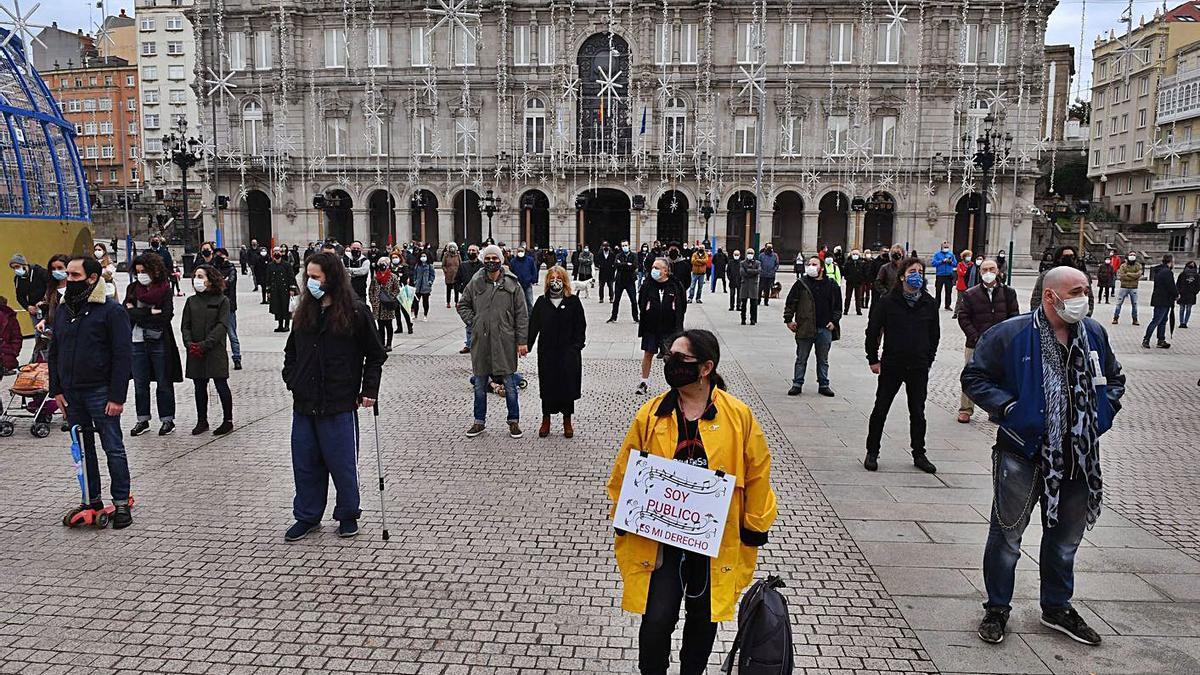 Manifestación del sector cultural, ayer, en la plaza de María Pita.
