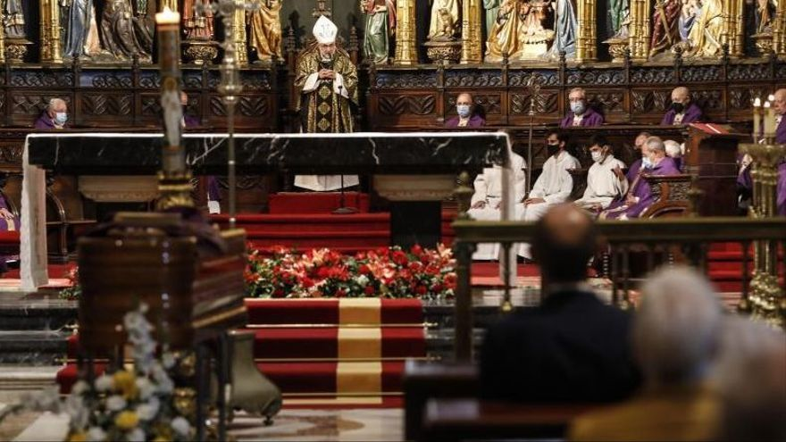 El cabildo despide al sacerdote maliayés José Luis Ballines