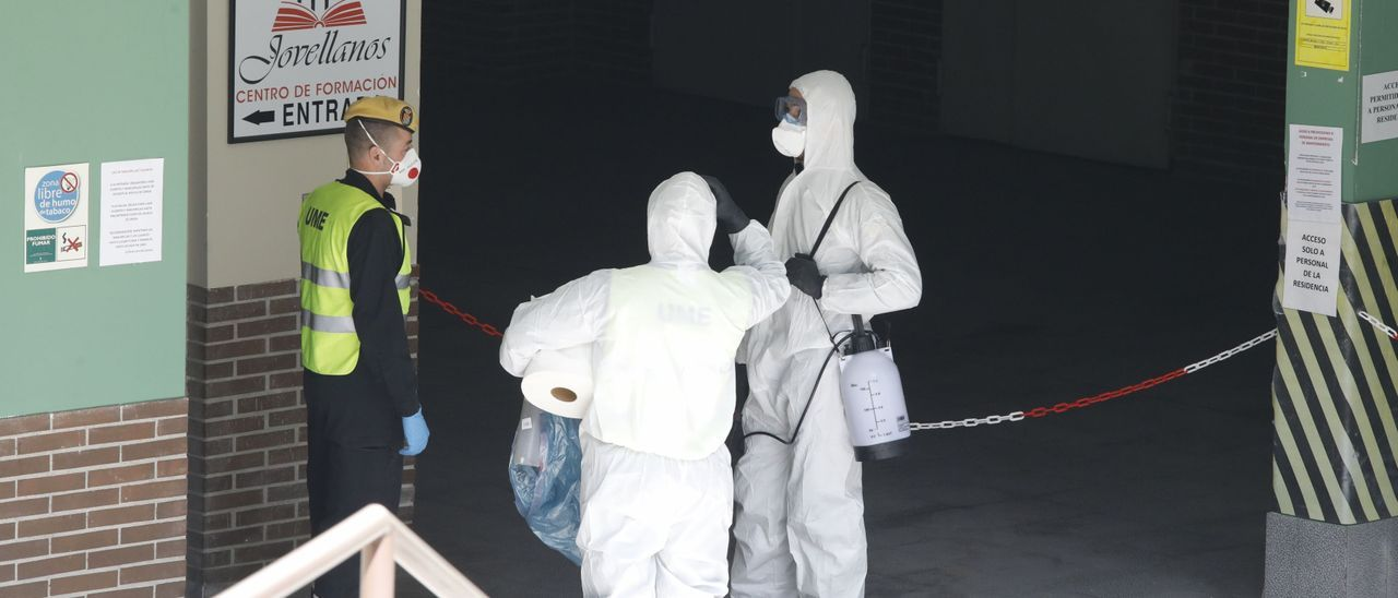 Desinfección en un centro de Gijón.