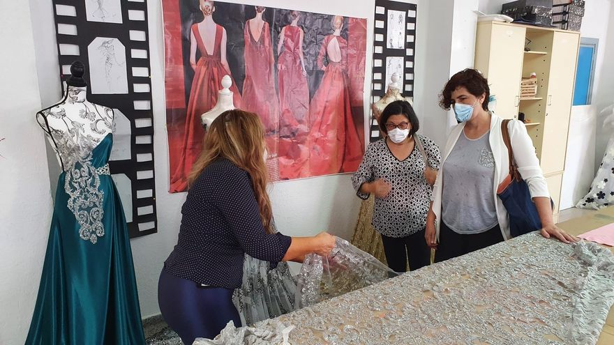 Alumnas del Emérita Augusta realizan diseños basados en la obra 'Mujercitas'