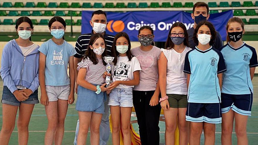 Unos 300 escolares participan en la clausura de los Jocs Esportius en Ontinyent
