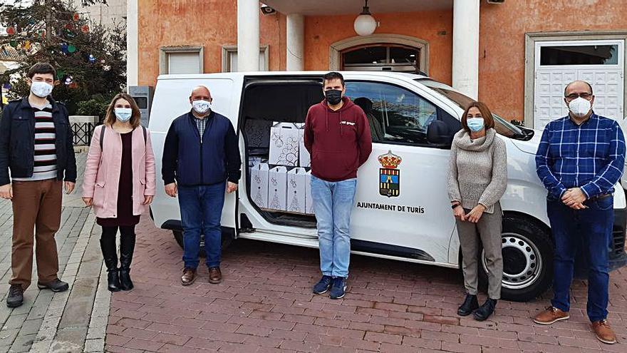 Turís reconoce con regalos la labor de los voluntarios