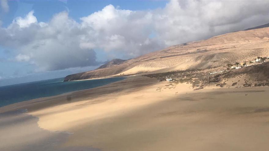 Turistas de diferentes nacionalidades permanecen atrapados en un albergue de Fuerteventura