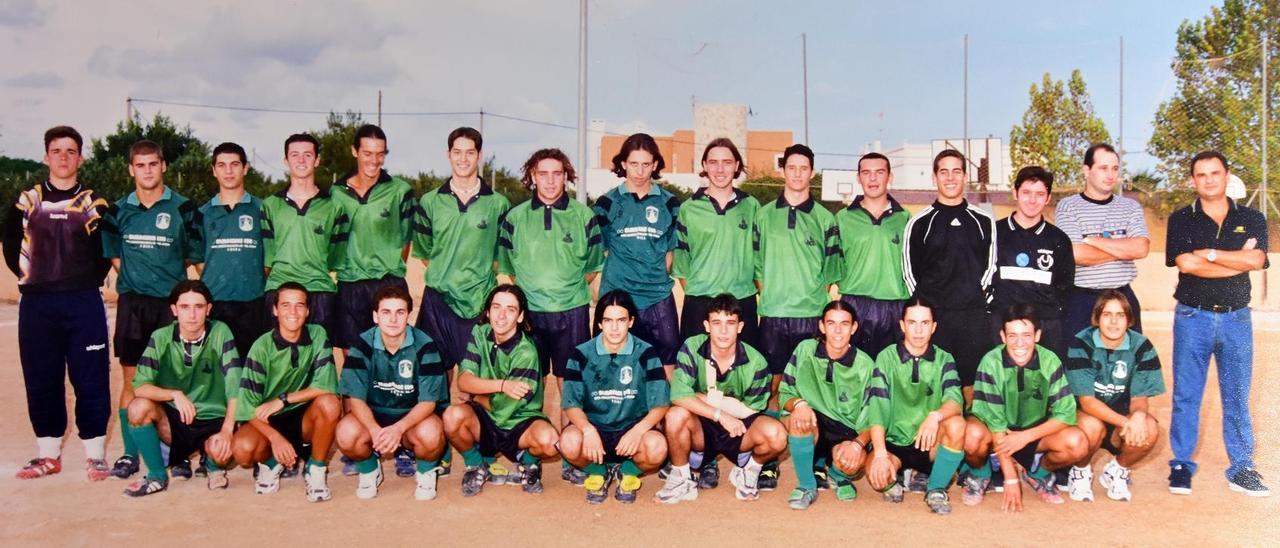Plantilla al completo del Sant Jordi juvenil de la temporada 97-98.