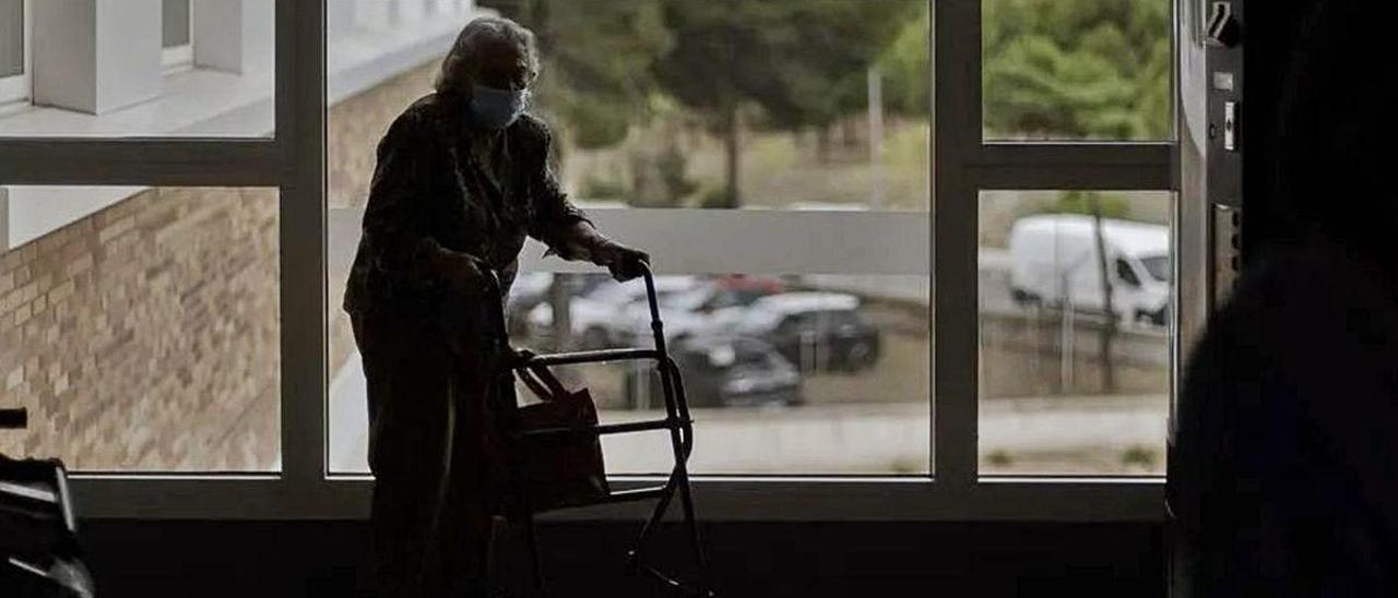 Una persona en una residencia de mayores