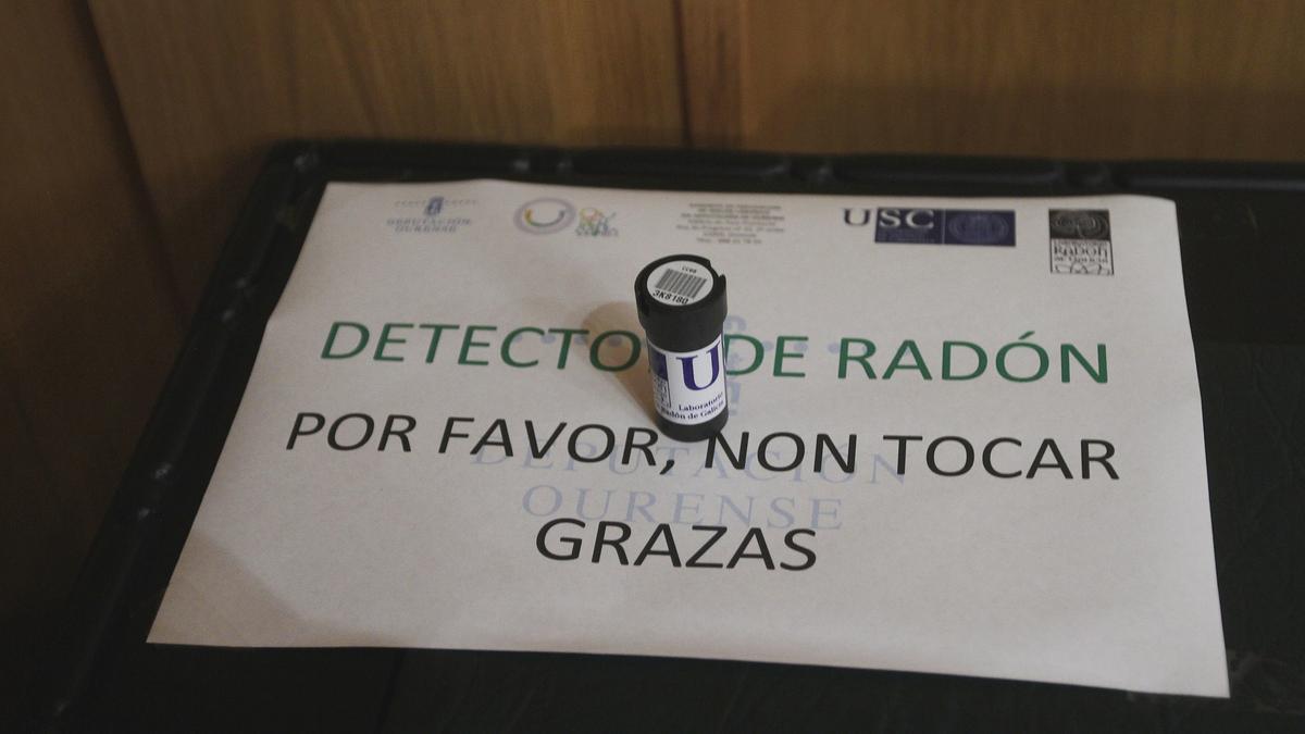 Detector de gas radón en un edificio de Ourense