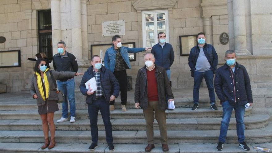 """Funcionarios en pie de guerra: """"El alcalde nos acosa"""""""
