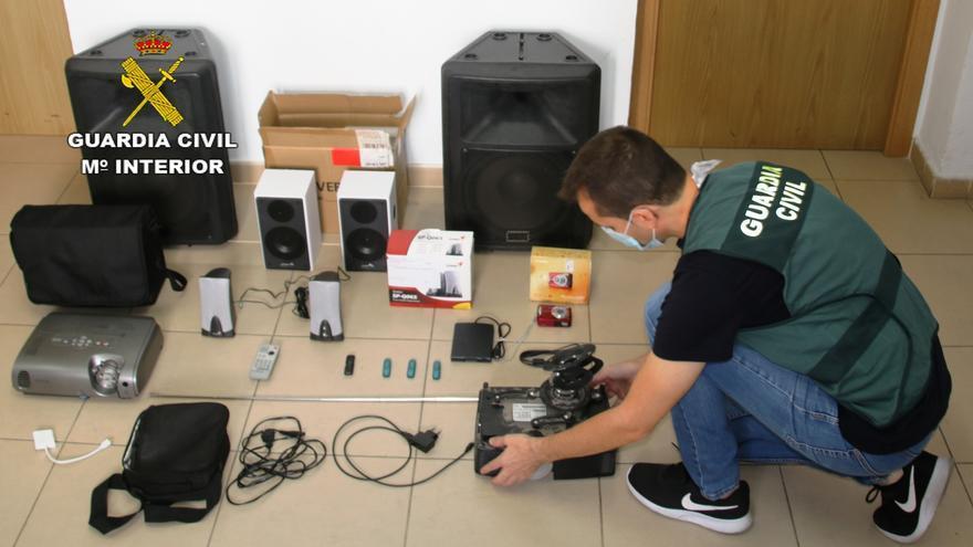 La Guardia Civil detiene a un joven e investiga a otro por el robo en un colegio de Nules