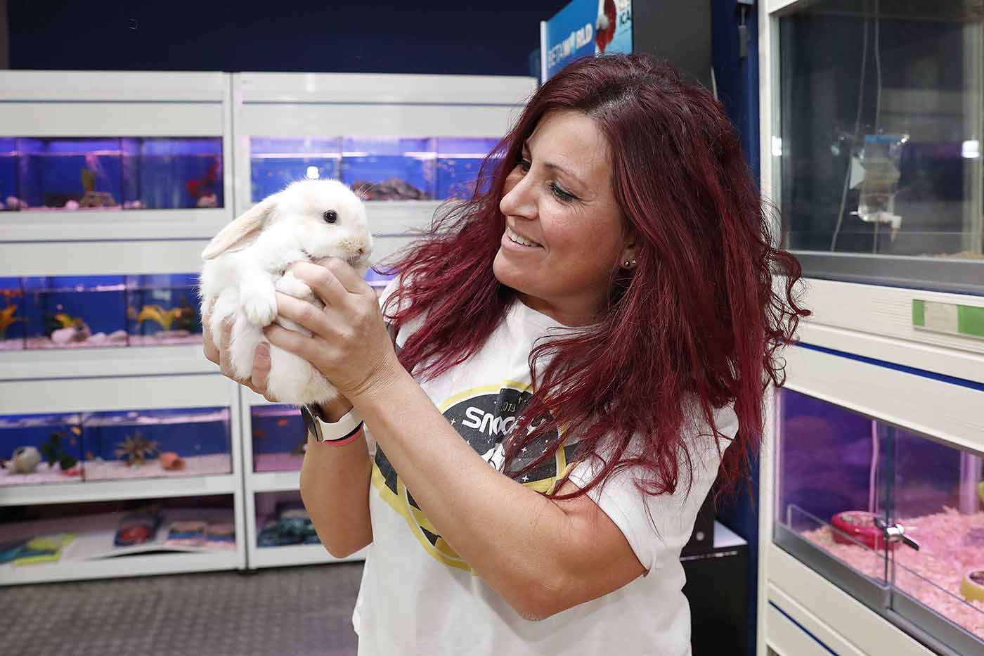 Mónica Cacheiro tienda animales Kambu en Vigo (1).jpg