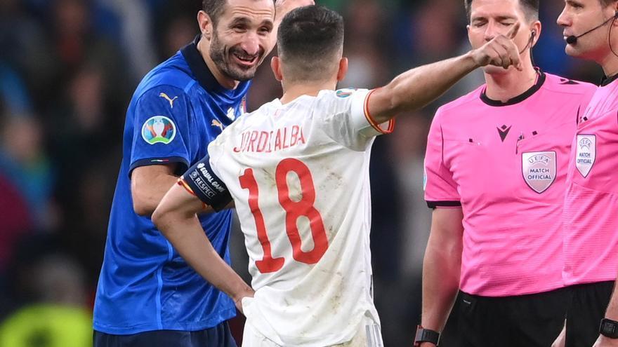 ¿Qué ocurrió realmente entre Chiellini y Jordi Alba en el sorteo de la tanda de penaltis?