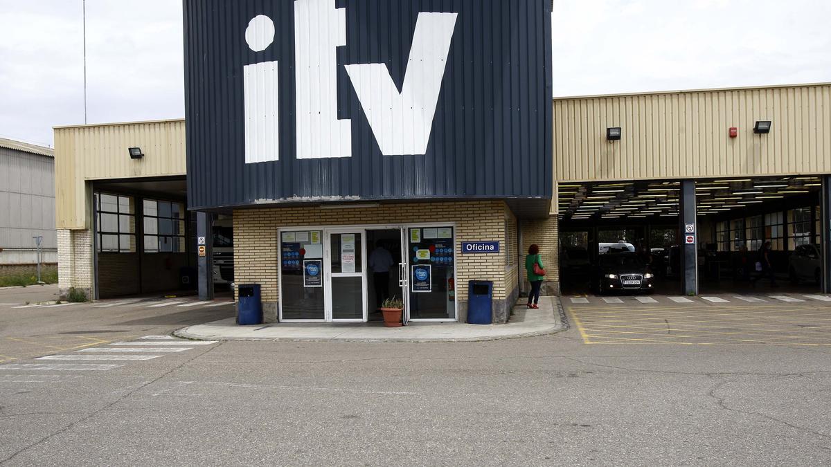 La ITV de Malpica el primer día que entró en vigor la nueva normativa