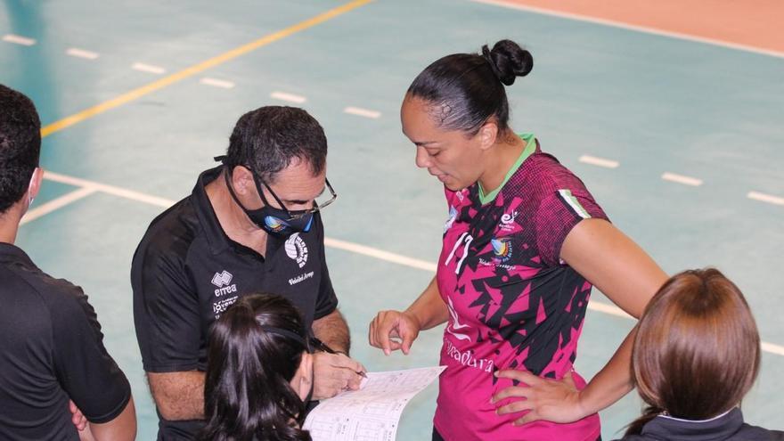 Adolfo Gómez elogia el gran trabajo de la entrenadora del Arroyo, Flavia Lima