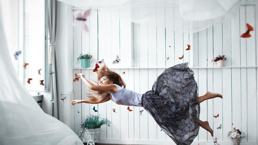 El significado de soñar con volar, caer, estar desnudo...