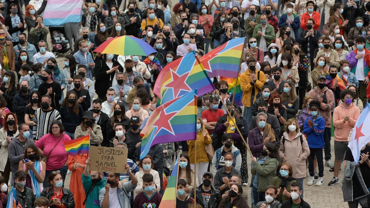 Concentración contra agresiones LGTBfóbicas en A Coruña tras el asesinato de Samuel Luiz, el joven que sufrió una paliza mortal por su condición sexual.