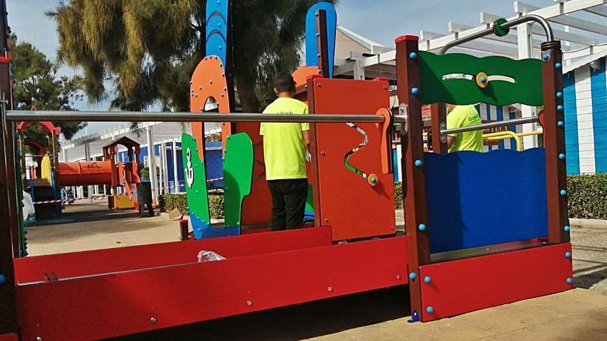 Canet inaugura su parque infantil inclusivo en el paseo