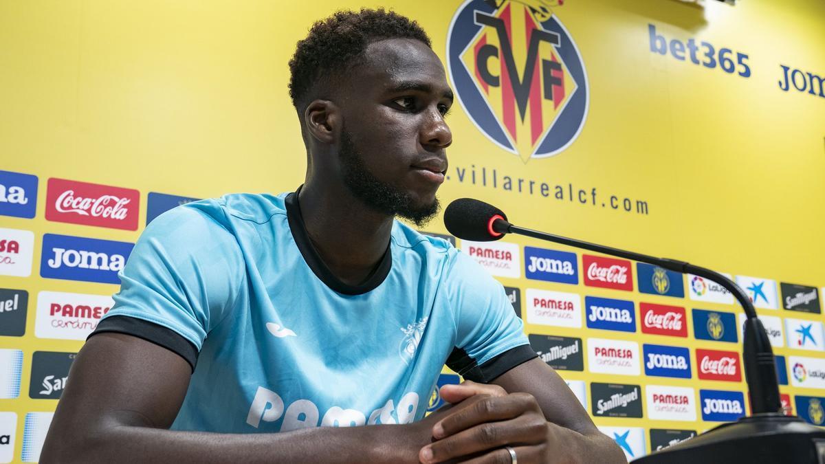 Boulaye Dia, durante la presentación oficial como jugador del Villarreal CF.