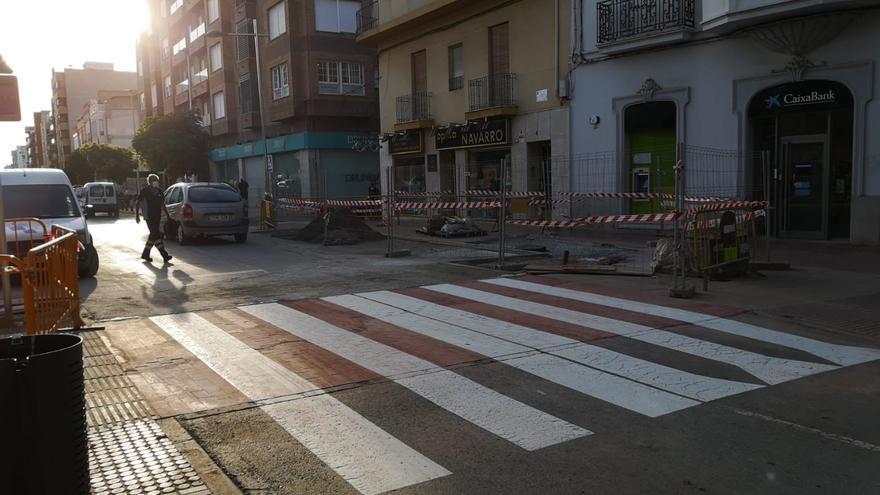 La Vall repara el socavón y reabre el centro al tráfico casi dos meses después