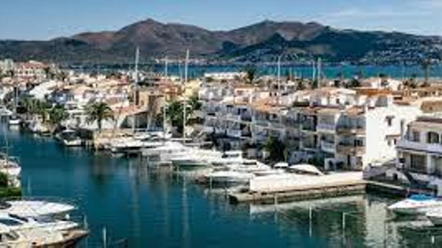 Castelló d'Empúries té un miler d'habitatges buits tot l'any