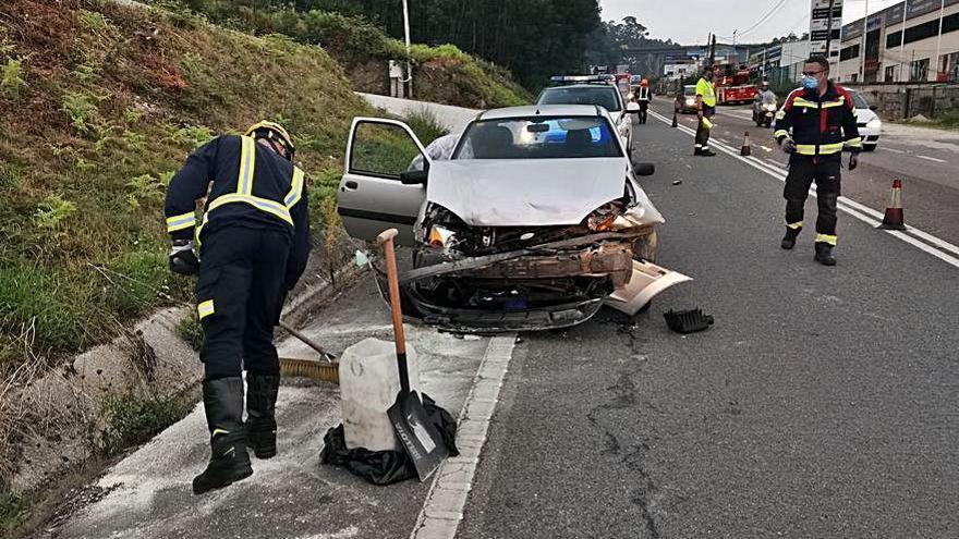 Heridas dos conductoras en una colisión en A Madalena