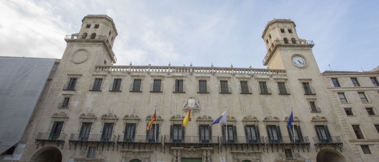 Fachada del Ayuntamiento de Alicante, imagen de archivo.