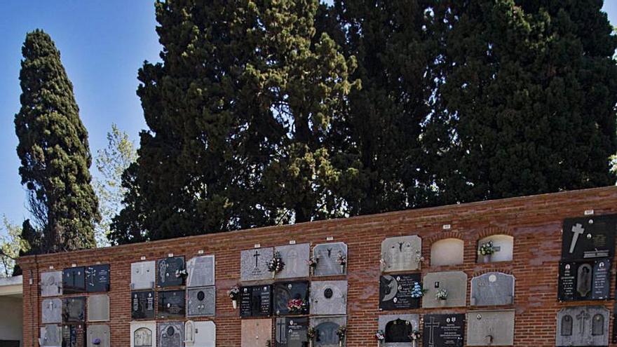 Albalat impulsa la mayor exhumación de tumbas por temor a quedarse sin nichos
