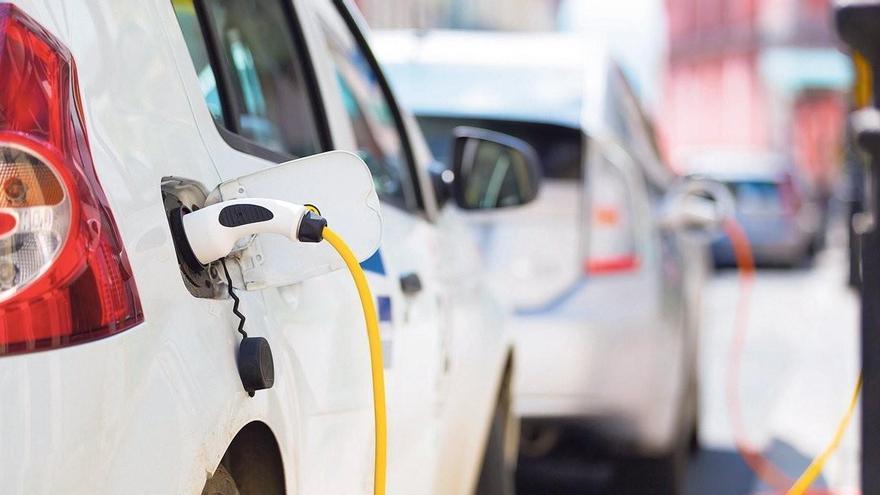 Conducir un eléctrico es ahora más barato, pero no lo suficiente